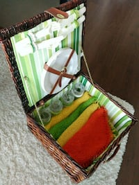 Brand new picnic set for 4 people