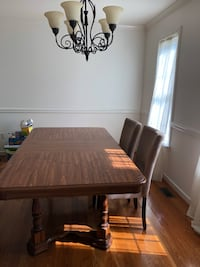 Oak Dining Table with 6 chairs Prince George, 23875