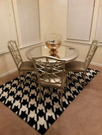 Super cute Dining Room table w/ 4 Chairs  Chesapeake, 23320