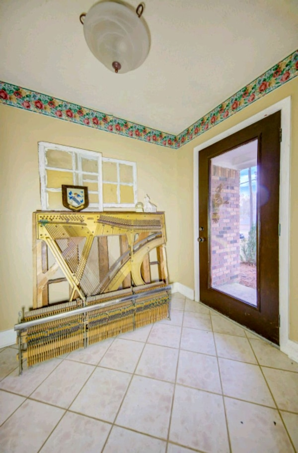 Harp of a upright piano