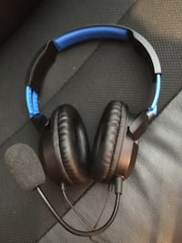 Black and blue corded headset Vaughan, L6A 3J7