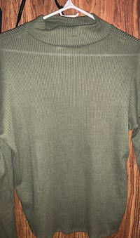 Green turtle neck top ( small )