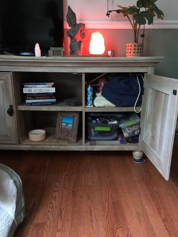 *Pending pickup* Tv stand/ coffee table with shelving and doors 3