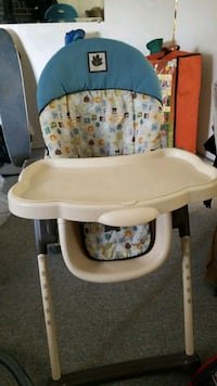 ADJUSTABLE HIGH CHAIR MINT CONDITION  New Westminster, V3M 1X1