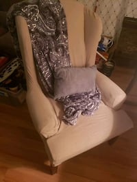 wing back chair  Middletown, 17057