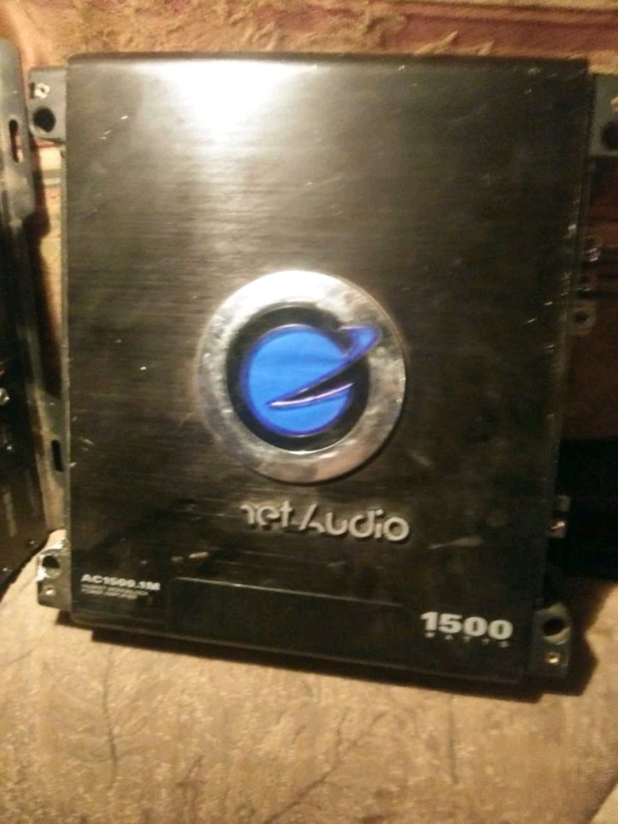 Photo Planet audio sub amp 1500watt 30$