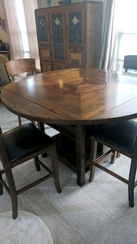 Beautiful table and chair set Sterling