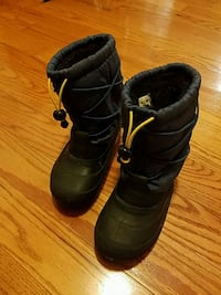 Kids snow boots size 1