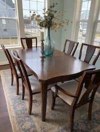 Dining room set,6 chairs and buffet !!! Hagerstown, 21740