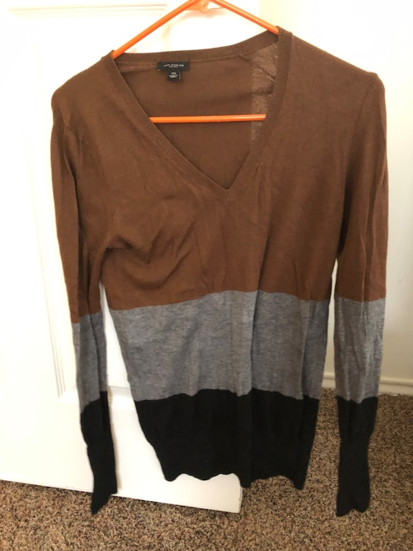 Ann Taylor Vneck long sleeve