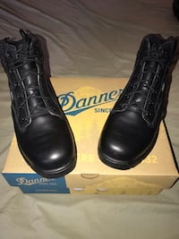 pair of black Danner dress boots with box 2237 mi