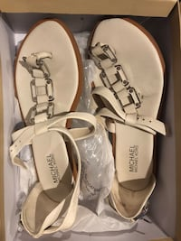 pair of brown leather sandals 551 km