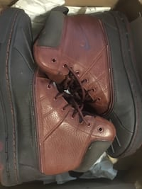 pair of black-and-brown Nike duck boots North Miami