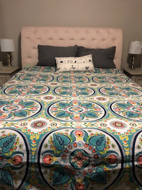 Queen size duvet package, price is for all 2a78958e-d063-43a0-8325-a274c0d607f5