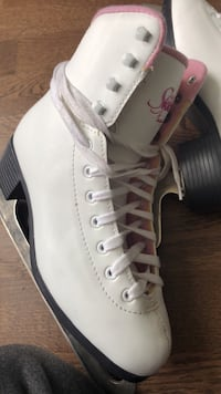 pair of white-and-gray Nike sneakers Toronto, M5V 1P3
