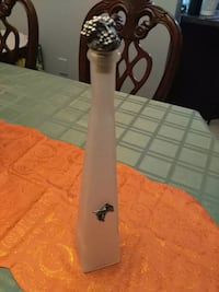 Frosted glass bottle/decanter (12 obo)  535 km