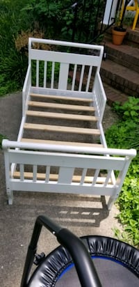 White toddler bed- good condition Newport News, 23606
