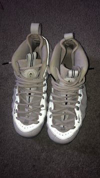 pair of white Nike Air Foamposite Pro shoes 537 km
