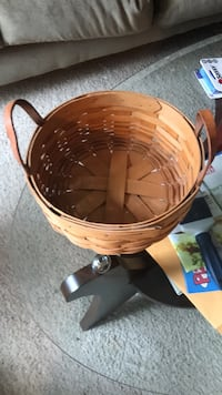 Longerberger 1995 round basket with leather handles