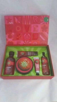 The Body Shop Strawberry premium collection Montreal, H3J 1T4