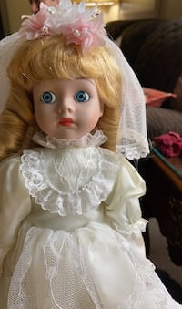 Porcelain bride Doll Mary