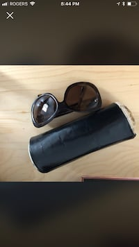 black framed sunglasses with case Montréal, H2L 2X6