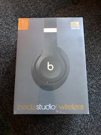 Beats studio 3 wireless headphones new unopened box in black Crystal, 55428