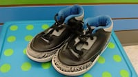 (221) Boy's Sneakers ADIDAS  Size 8