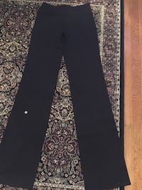 Lululemon ladies yoga pants size 6 tall Oakville, L6H 1Y4