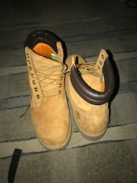 pair of brown leather work boots Alexandria, 22312