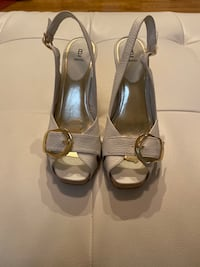 White Leather Open Toe Shoes w/gold buckle size 8.5