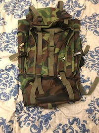 Green and brown camouflage vest never been used  Winnipeg, R3G