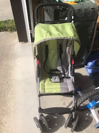 Medium sized very easy to handle stroller for sale just used for few months  light weight and easy to store Surrey, V3W 5R9