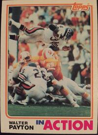 1982 Topps #303 Walter Payton In Action Football Card