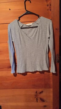 Womens shirt size extra small Sprakers, 12166