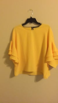 yellow crew-neck long-sleeved shirt Alexandria, 22306