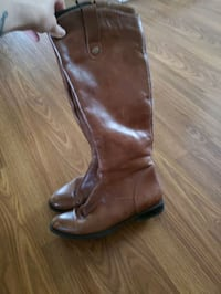 Womens Brown boots size 37 (size 6-7) Calgary