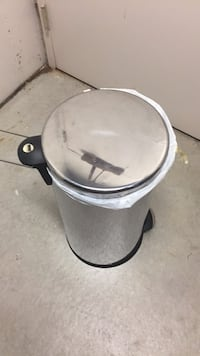 Garbage disposal stainless steel great condition 13 gallon Chicago, 60611