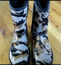 Uggs, Camo, Adult Size 9, Never Worn Riverhead, 11792