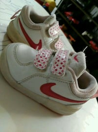 toddler's white-and-pink Nike shoes Toronto, M3M 2H2