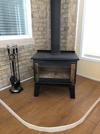 Wood burning stove, black tube not included! In excellent condition  Montréal, H2P 1G2