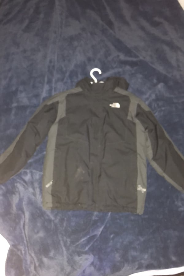 North face coat 04187fb6-6856-4a51-9655-53085ecafaf6