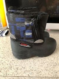 Toddler boots size 5  Calgary, T1Y 2K5