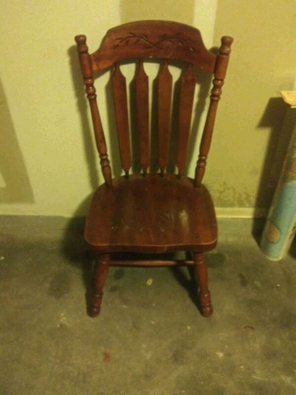 Old style wood chairs set of 2 79549130-4caf-479a-94f7-589782d64af1