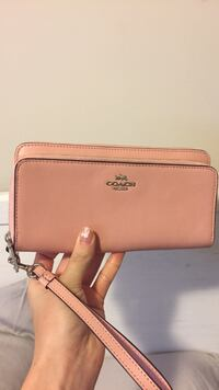 Long beige coach leather wristlet Hamilton, L8B 2Z7