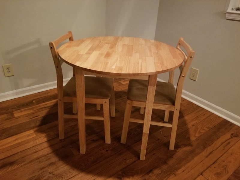 Small round dining table. (Coaster) wood.  5b5ff75e-5ec0-44d8-a89e-15d28133ca8b