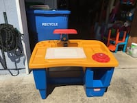 red, blue, and yellow plastic table Washougal, 98671
