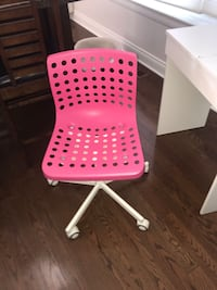 Pink desk chair with wheels Toronto, M3B 2T1