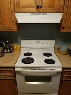 white 4-coil cooking range