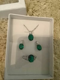 Startling silver size 7 jewelry set